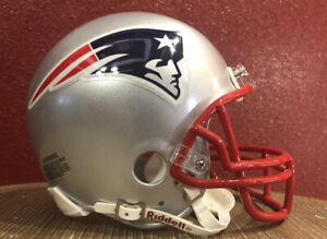 NFL Throwback New England Patriots Riddell Mini  Football Helmet & Facemask