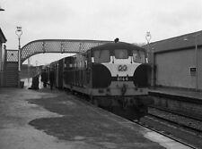 PHOTO  1976 CIE 141 CLASS DIESEL LOCOMOTIVE B164 TRAIN IN ENNIS RAILWAY STATION