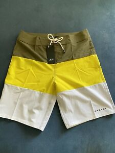 "NWT Oakley Men's Color Block 21"" Board Shorts Blazing Yellow Sz 33"