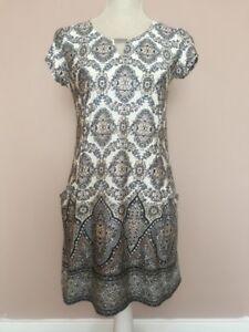 WALLIS CREAM WHITE KEYHOLE 70's STYLE ORNATE SILVER GLITTER SHFT DRESS SIZE S