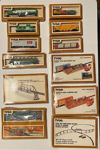 VINTAGE TYCO HO SCALE TRAIN CARS AND SETS IN BOX LOT OF 12