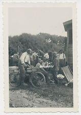 Foto Soldaten-Wehrmacht Fahrrad  2.WK  (e35)