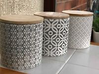 SET OF 3 EMBOSSED CERAMIC JARS WITH BAMBOO LID GREY CERAMIC STORAGE JARS-FLORAL