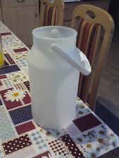 Milchkanne aus Plastik