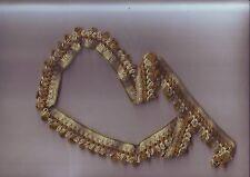 petite longueur de galon brodé fil coton laine vert - longueur 74 cm