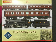 Hornby R3299 Going Home 1945- 2015 70th Anniversary WWII Loco & Coach Set