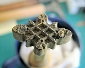 Bookbinding: fine brass decorative 'centre' stamp