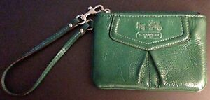 Coach 44381 Madison GREEN Patent Leather Wristlet Wallet Clutch Case