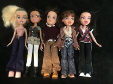 Bratz Doll (lot de 5 poupées habillées ) + vêtements