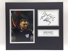 Rara marca Halsey Fútbol árbitro Foto Firmada pantalla + cert. de autenticidad Autógrafo