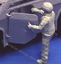 BW 125 - Kommandant für Fennek, stehend, Türe öffnend