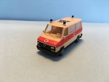 Praline Fiat Ducato Ambulance Rotes Kreuz White/Red 1/87 Scale Plastic Car