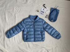 Moncler Children's Blue Coat. Talla 3 Años. Autentico. con etiquetas originales.