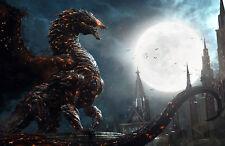 Enmarcado print-mythological Fiery Dragon Stalking una ciudad antigua (Foto Poster)