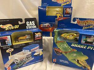 3 Hot Wheels STO & GO. GAS sTATion, HELIPORT & SNaKE PIT 1995