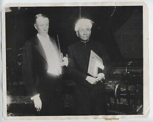 1930 India Physicist Sir CV Raman Nobel Prize press photo + sINCLAIR lEWIS NOBEL