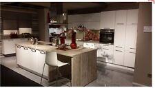 CONCEPT Inselküche mit Bauknecht Geräten Abverkaufsküche Hochglanz magnolie
