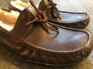 MENS SIZE 11 CHOCOLATE UGG BYRON 5161 LEATHER SHEEPSKIN LOAFERS SLIPPERS