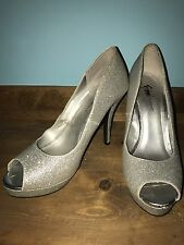 Fioni Night womens girls teens silver prom shoes size 8.5