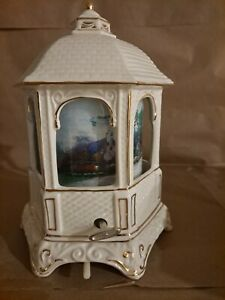 NEW IN BOX THOMAS KINKADE 2005 PORCELAIN GAZEBO  MUSIC BOX/NIGHT LIGHT