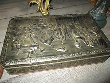 Ancien coffret métal,a serrure-Fête du moyen age-relief 3d-gravé DBF-Teniers