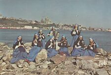 Religieuses Apôtres de l'Amour Infini devant la Ville de QUEBEC QC Canada