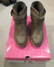 912ebf262f7 Women s Size 7M Sugar Takedown 2 Side Zip ankle Boots - NIB