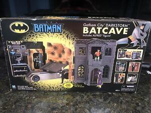HASBRO 2002 Batman Gotham City DARKSTORM BATCAVE with Alfred Figure MIB