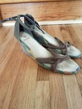 Woman's Old navy wedged heeled sandals size 9