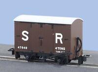 Peco GR-221E OO-9 Gauge SR Box Van No 47040