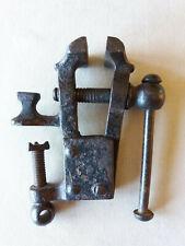 Ancien étau miniature en fer forgé XIX avec sa mini enclume bijoutier armurier
