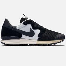 Nike Air Berwuda Black/ White Size 7 US / 40 Eu