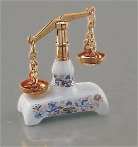 Reutter Porzellan Dollhouse Miniature Blue Onion Equal-Arm Beam Market /Scale