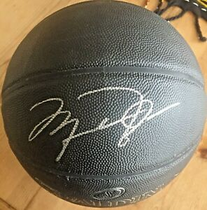 MICHAEL JORDAN CHICAGO BULLS SIGNED BASKETBALL WITH COA! GREATEST OF ALL TIME!!!