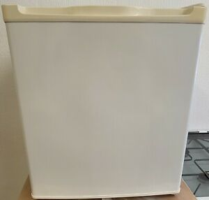 USED CURRYS ESSENTIALS TABLE TOP / MINI FREEZER + FREE 3 MONTH GUARANTEE