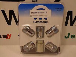 01-18 Jeep Wrangler Liberty New One Piece Wheel Lock Kit Chrome Mopar Factory