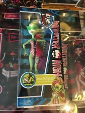 MONSTER HIGH DOLL VENUS MCFLYTRAP SWIM SUIT NEW IN BOX - NUEVA EN CAJA