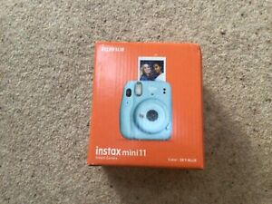 Brand New Fujifilm Instax Mini 11 Instant Film Camera (Blue) UK Seller