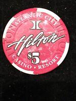 HILTON CASINO $5 CHIP ATLANTIC CITY NEW JERSEY POKER BLACKJACK VINTAGE