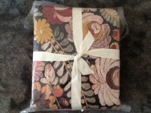 POTTERY BARN HELENA  EMBROIDEREDUVET COVER FULL/QUEEN NEW TAGS MISSING
