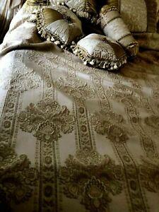Dian Austin Couture Home 90x94 6pcs Decorative Pillows queen/Full  Comforter Set