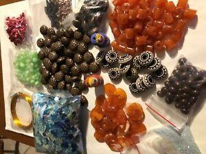 gros lot de perles  pour loisirs créatifs, sequins; petits noeux le tout neuf
