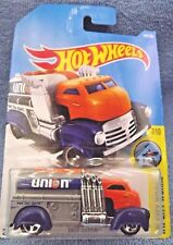2017 Hot Wheels #144 HW City Works 7/10 FAST GASSIN' UNION 76 Tanker Orange