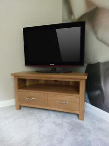 Regal Light Oak Corner TV Unit / Compact Modern Television Stand Cabinet