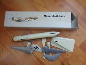 1:200 MONARCH AIRLINES BOEING 737-300 AIRCRAFT PLASTIC DESKTOP MODEL PLANE NO.94