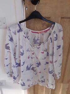 ladies white stuff top size 14