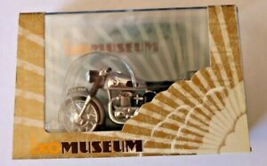 1/24 NORTON DOMINATOR IXO MUSEUM MOTORCYCLE BLACK IN DISPLAY CASE RARE