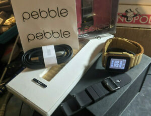 Pebble Time Steel Gold w/ Metal Band, Box, Charger, Extra Silicone Band