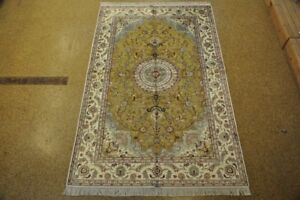 Silk Green Living Room Hand-Knotted  Rug  5' x 8' Distinctive Look