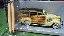 CHEVROLET CHEVY WOODY WAGON 1939 + SURF 1/18 d MOTOR CITY CLASSICS 72001 voiture